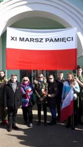 reprezentacja XIV LO w Gniezdowie tuż przed rozpoczęciem Marszu Pamięci1